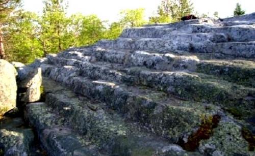 На Кольском полуострове изучают пирамиды Гипербореи.