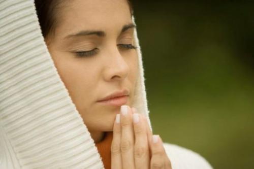 Молитва на исполнение желаний она может изменить всю вашу жизнь. Какие нюансы стоит учитывать во время молитв
