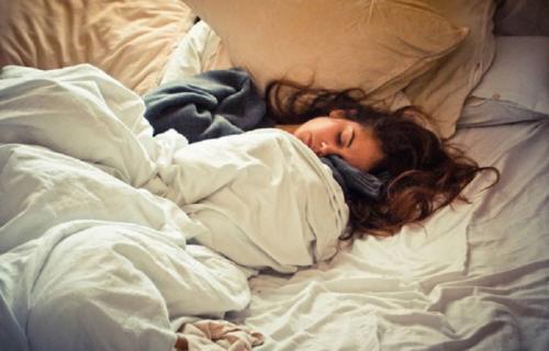 Почему по утрам так тяжело вставать. Почему так трудно вставать по утрам.