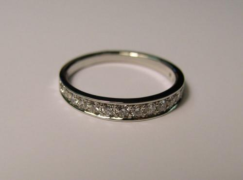 Заговор на кольцо с красным камнем. Действенные заговоры накольцо