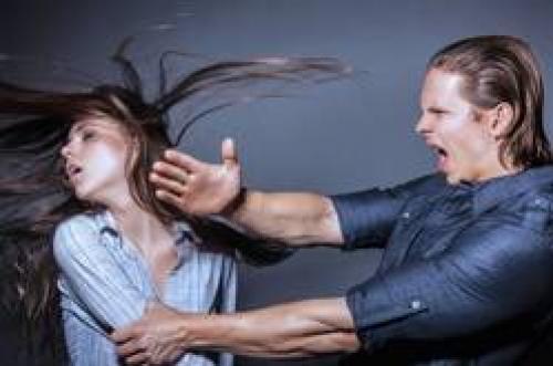 Если пьяный муж оскорбляет. Агрессивный муж пьяница обзывает и унижает жену