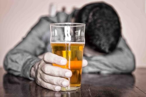 Может ли быть панические атаки от алкоголя. Панические атаки после алкоголя: симптоматика и лечение
