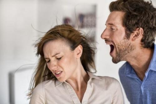 Если муж оскорбляет и унижает жену, что это значит. Отчего нас оскорбляют самые близкие люди