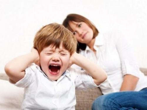 Неконтролируемая истерика у ребенка. Капризный ребенок: норма или проблема