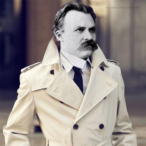 Одна я красивая стою. Один я умный в белом пальто стою красивый