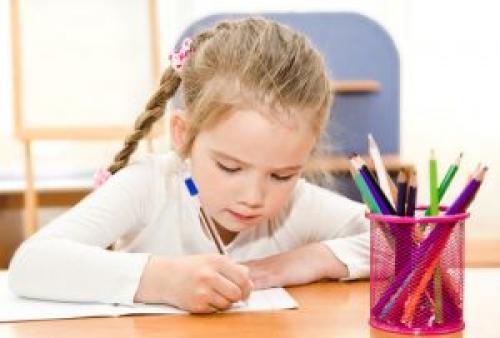 Как научить ребенка усидчивости в 3 года. Как определить, что ребенок неусидчив?