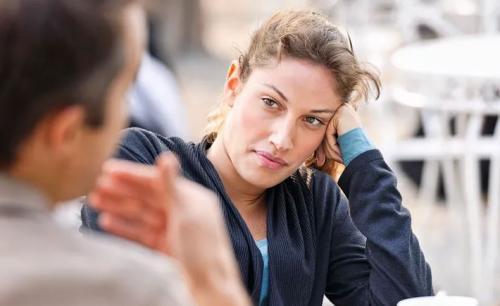 Мужчина не может определиться между двумя женщинами. Почему мужчина начинает метаться между женщинами?