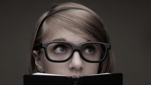 Почему спокойные женщины умнее: 8 причин