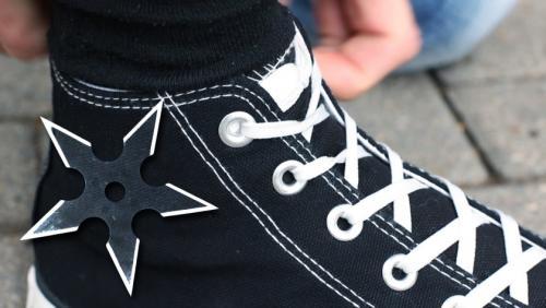 Как спрятать шнурки. Шнуровка-наоборот