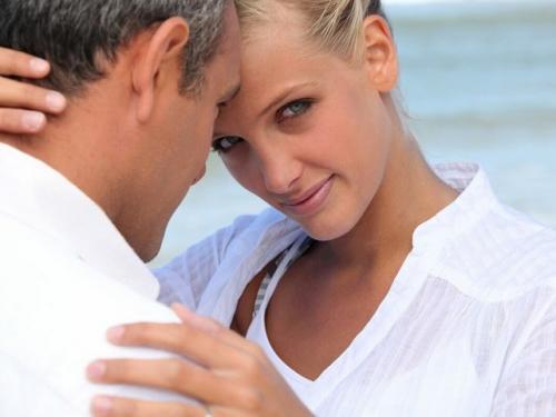 Как мужчина поступает, чтобы женщина добивалась его сама